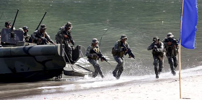 Quân đội Mỹ-Philippines đổ bộ lên đảo trong cuộc diễn tập