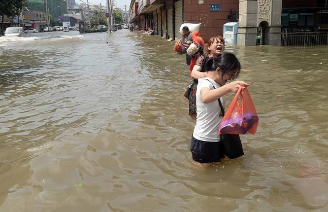 Siêu bão Nepartak gây hỗn loạn chưa từng có trên miền Đông Trung Quốc (video) ảnh 12