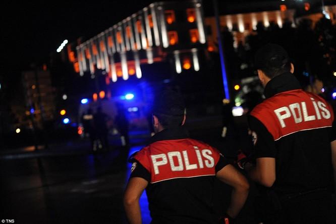 Video, Ảnh toàn cảnh cuộc đảo chính thất bại của quân đội Thổ Nhĩ Kỳ ảnh 16