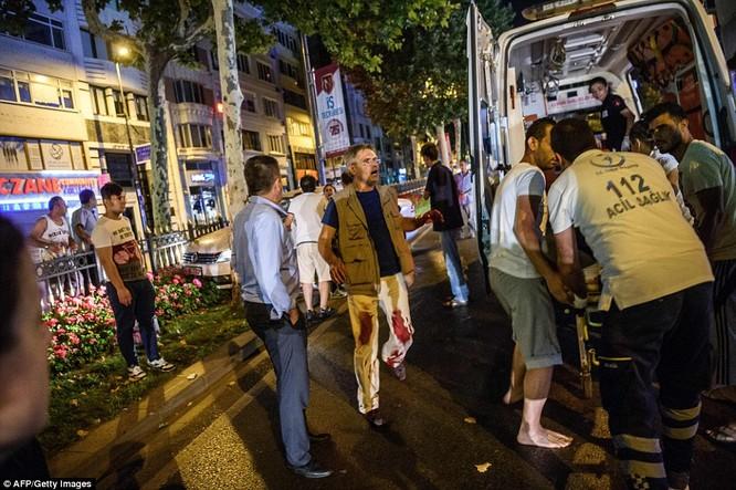 Video, Ảnh toàn cảnh cuộc đảo chính thất bại của quân đội Thổ Nhĩ Kỳ ảnh 19