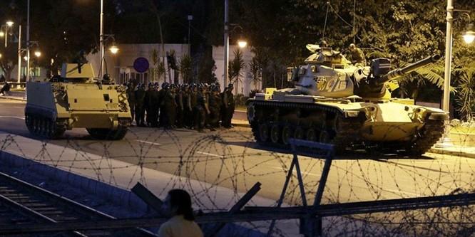 Video, Ảnh toàn cảnh cuộc đảo chính thất bại của quân đội Thổ Nhĩ Kỳ ảnh 2