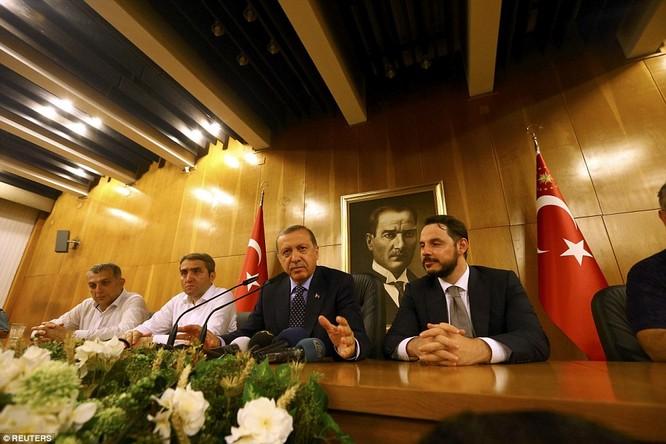 Video, Ảnh toàn cảnh cuộc đảo chính thất bại của quân đội Thổ Nhĩ Kỳ ảnh 30