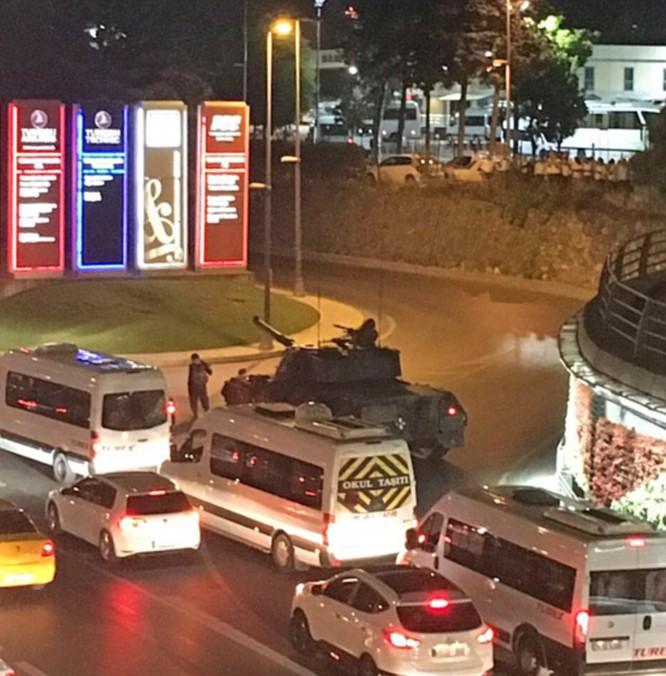 Video, Ảnh toàn cảnh cuộc đảo chính thất bại của quân đội Thổ Nhĩ Kỳ ảnh 14