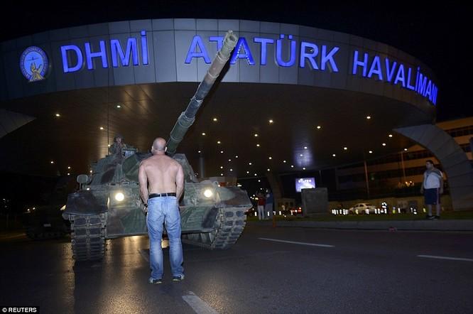 Video, Ảnh toàn cảnh cuộc đảo chính thất bại của quân đội Thổ Nhĩ Kỳ ảnh 35