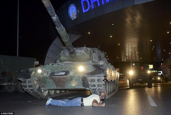 Video, Ảnh toàn cảnh cuộc đảo chính thất bại của quân đội Thổ Nhĩ Kỳ ảnh 36
