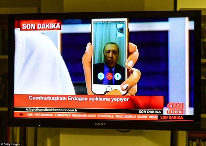 Video, Ảnh toàn cảnh cuộc đảo chính thất bại của quân đội Thổ Nhĩ Kỳ ảnh 9