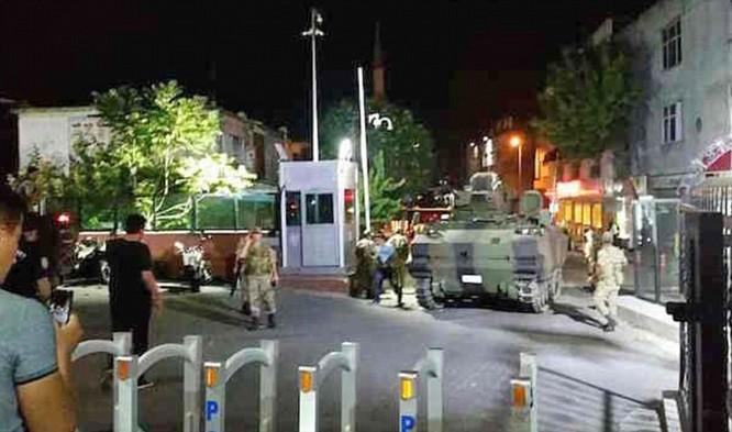 Video, Ảnh toàn cảnh cuộc đảo chính thất bại của quân đội Thổ Nhĩ Kỳ ảnh 11