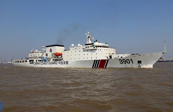 Trung Quốc tung tàu hải cảnh khổng lồ xuống Biển Đông chống phán quyết PCA ảnh 2