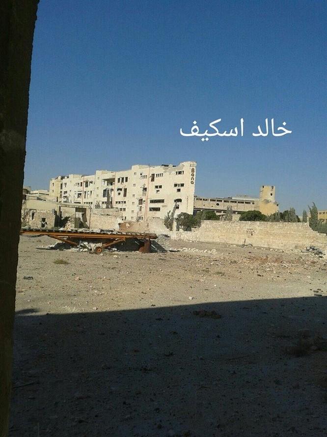 Sư đoàn cơ giới số 14 tiếp tục tấn công trong khu công nghiệp Layramoun ảnh 12