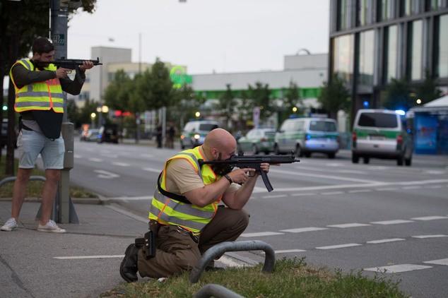 Nổ súng tại trung tâm mua sắm ở Munich, 9 người thiệt mạng ảnh 9