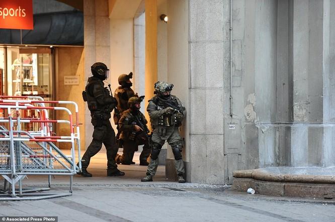 Nổ súng tại trung tâm mua sắm ở Munich, 9 người thiệt mạng ảnh 7