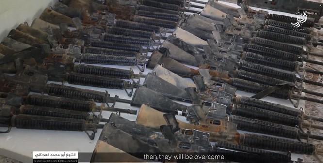"""IS thu được một số lượng vũ khí khổng lồ của """"Đối lập ôn hòa"""" do CIA hậu thuẫn (video) ảnh 1"""