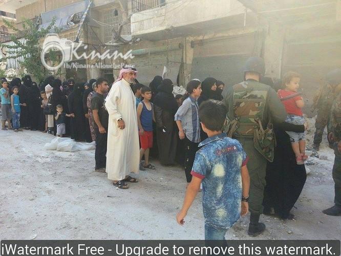 75 gia đình ở khu vực vây hãm đã ra được vùng giải phóng ở Aleppo ảnh 1