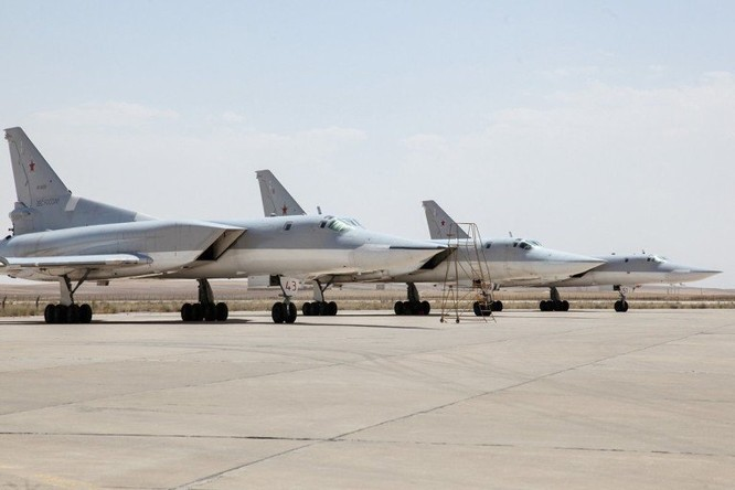 Nga triển khai máy bay ném bom chiến lược Tu-22M3 tại Iran ảnh 3