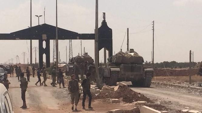 Giao chiến ác liệt tiếp tục trên chiến trường Aleppo, Hama ảnh 1
