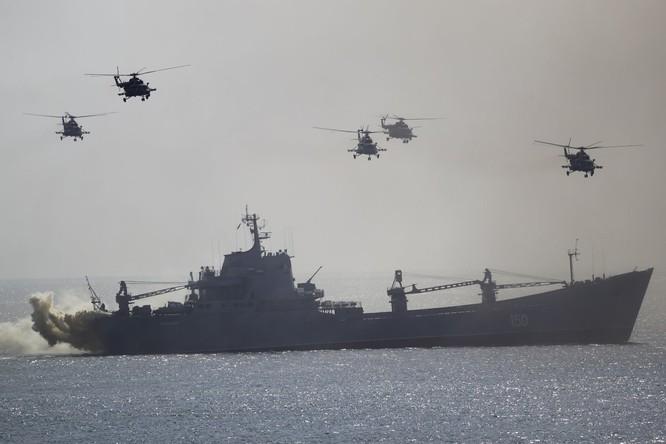 Cuộc diễn tập quy mô lớn của quân đội Nga tại Crimea (video) ảnh 1