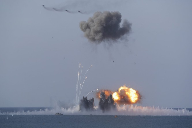Cuộc diễn tập quy mô lớn của quân đội Nga tại Crimea (video) ảnh 3