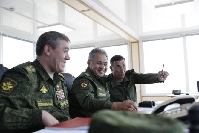Cuộc diễn tập quy mô lớn của quân đội Nga tại Crimea (video) ảnh 4