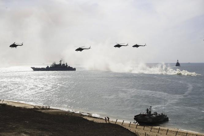 Cuộc diễn tập quy mô lớn của quân đội Nga tại Crimea (video) ảnh 8