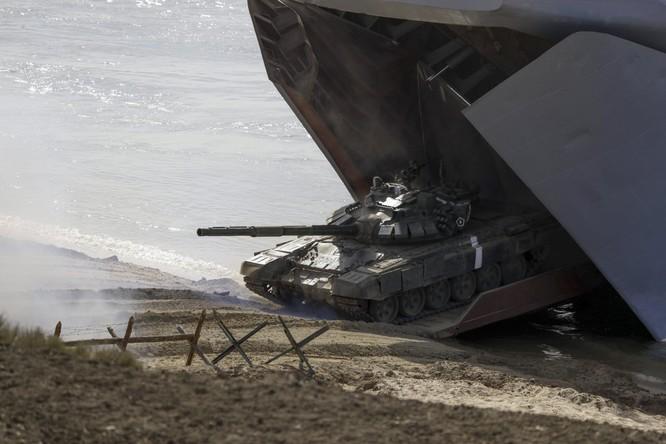 Cuộc diễn tập quy mô lớn của quân đội Nga tại Crimea (video) ảnh 9