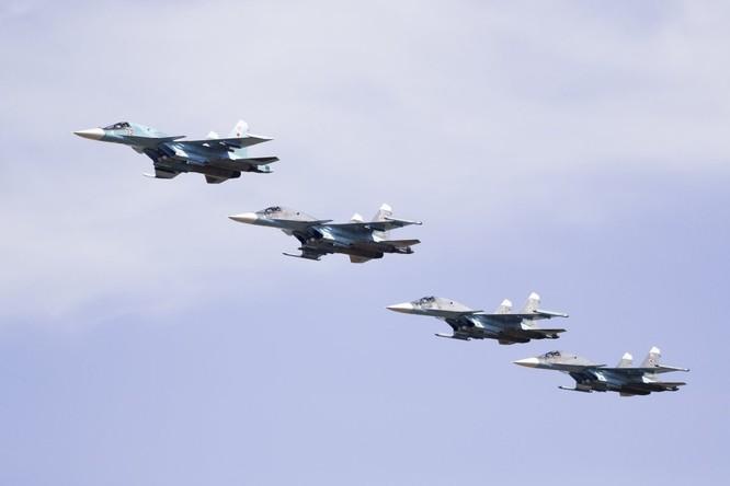 Cuộc diễn tập quy mô lớn của quân đội Nga tại Crimea (video) ảnh 13