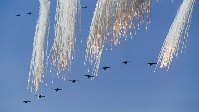 Cuộc diễn tập quy mô lớn của quân đội Nga tại Crimea (video) ảnh 14
