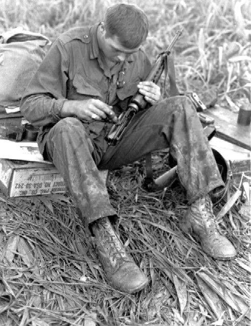 Lính Mỹ ở Việt Nam và thảm họa mang tên AR-15 ảnh 1
