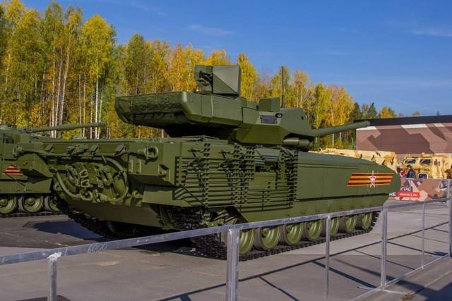 Tăng T-14 Armata phô diễn hoành tráng trong video kỷ niệm ngày Tăng Thiết giáp Nga - VIDEO ảnh 4