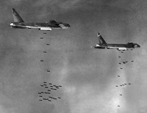 Bay 300 phi vụ không bị bắn rơi và ký ức của viên phi công Mỹ suýt chết tại Việt Nam ảnh 1
