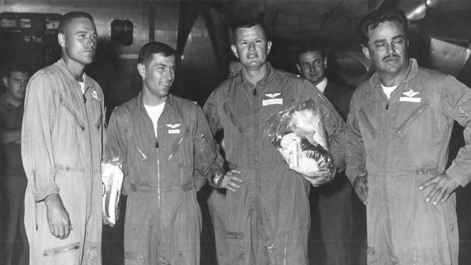Lần chết hụt kinh hoàng của viên phi công B52 Mỹ tham chiến tại Việt Nam ảnh 1