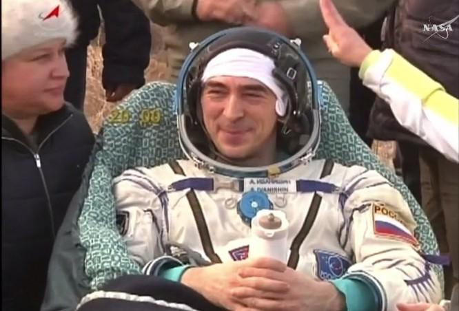 Video: Tàu vận tải vũ trụ MS-01 cùng 3 phi hành gia hạ cánh an toàn ảnh 1