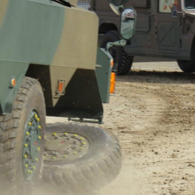 Xe thiết giáp Nhật văng bánh trong diễn tập (video) ảnh 1