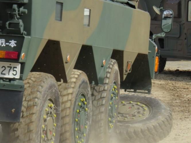 Xe thiết giáp Nhật văng bánh trong diễn tập (video) ảnh 2