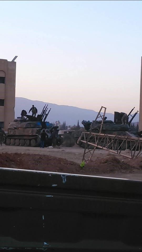 Các chiến binh Hồi giáo cực đoan giao nộp xe chiến đấu Shilka cho quân đội Syria