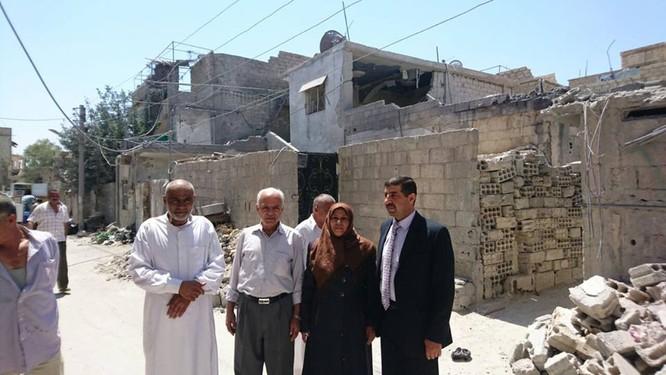 Trưởng lão và các thành viên của nhóm hòa giải dân tộc ở thị trấn Khan al- Shih