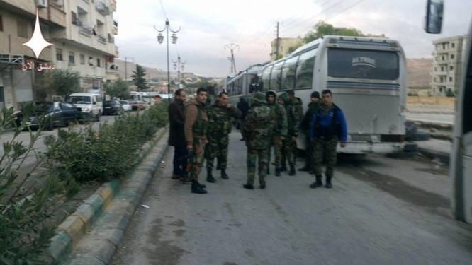 Video: Gần 2.000 phiến quân lũ lượt ra hàng, quân đội Syria tiến vào Al-Tall ảnh 1
