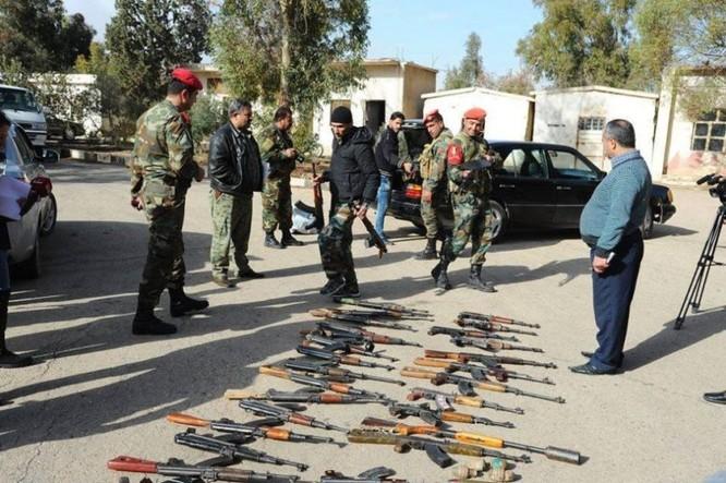 Chiến sự Syria: 700 tay súng thánh chiến nộp vũ khí đầu hàng ảnh 3