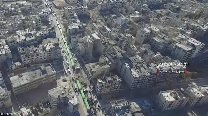 Trận chiến Aleppo: Cận cảnh 4.000 phiến quân đầu hàng lũ lượt rời chiến địa ảnh 25