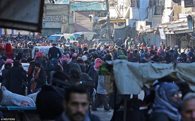 Trận chiến Aleppo: Cận cảnh 4.000 phiến quân đầu hàng lũ lượt rời chiến địa ảnh 30