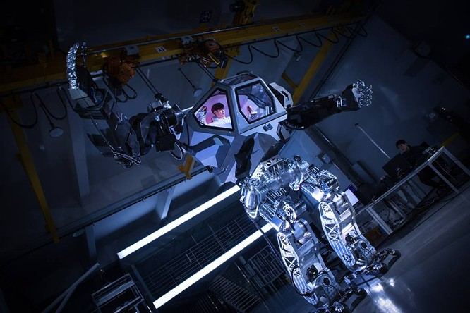 Video: Choáng với Robot cao 4m, nặng 1,5 tấn, làm việc như con người ảnh 3