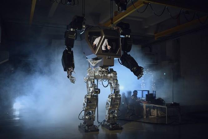 Video: Choáng với Robot cao 4m, nặng 1,5 tấn, làm việc như con người ảnh 4