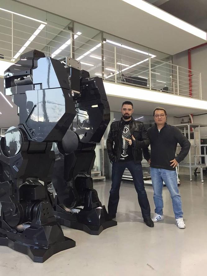 Video: Choáng với Robot cao 4m, nặng 1,5 tấn, làm việc như con người ảnh 5