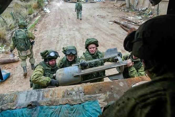 """Trận chiến Aleppo: Quân đội Nga xua đuổi """"thần chết"""" (video) ảnh 18"""