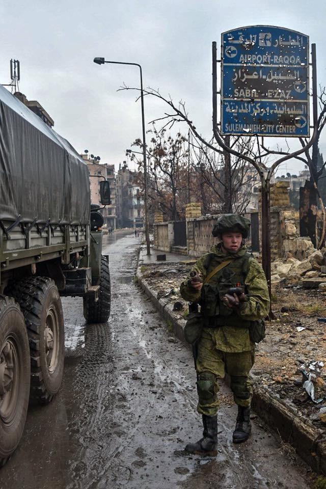 """Trận chiến Aleppo: Quân đội Nga xua đuổi """"thần chết"""" (video) ảnh 25"""
