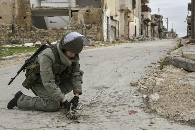 """Trận chiến Aleppo: Quân đội Nga xua đuổi """"thần chết"""" (video) ảnh 14"""