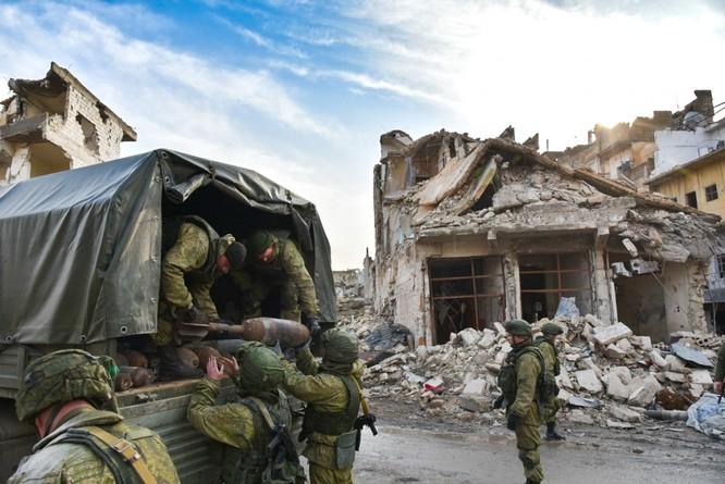 """Trận chiến Aleppo: Quân đội Nga xua đuổi """"thần chết"""" (video) ảnh 29"""