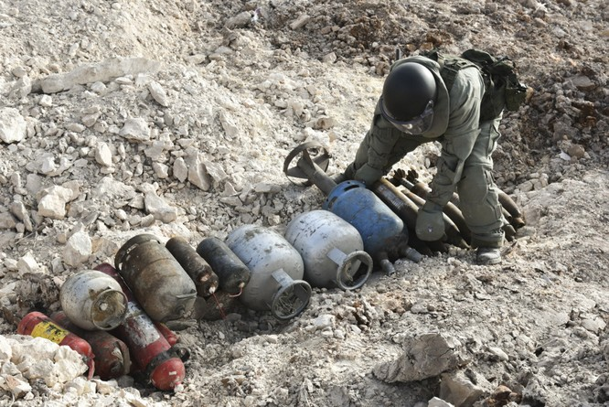 """Trận chiến Aleppo: Quân đội Nga xua đuổi """"thần chết"""" (video) ảnh 32"""