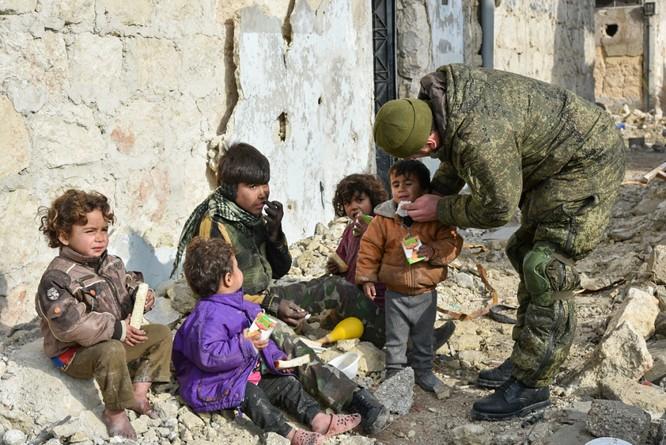 """Trận chiến Aleppo: Quân đội Nga xua đuổi """"thần chết"""" (video) ảnh 36"""