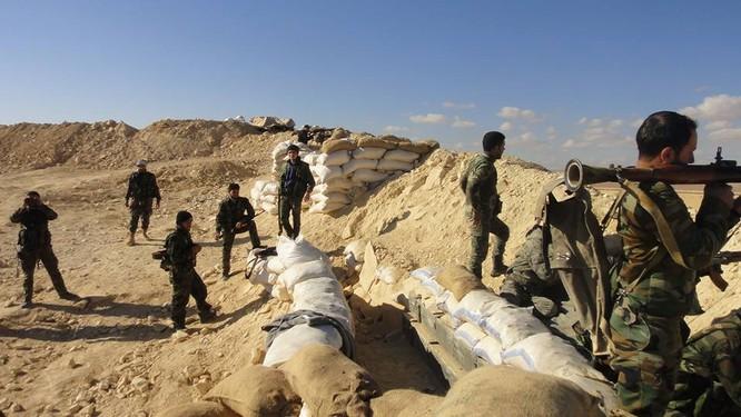 Trận chiến Palmyra: Pháo Syria khạc lửa dập nát hơn 40 tay súng IS ảnh 1