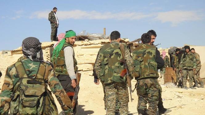Trận chiến Palmyra: Pháo Syria khạc lửa dập nát hơn 40 tay súng IS ảnh 6
